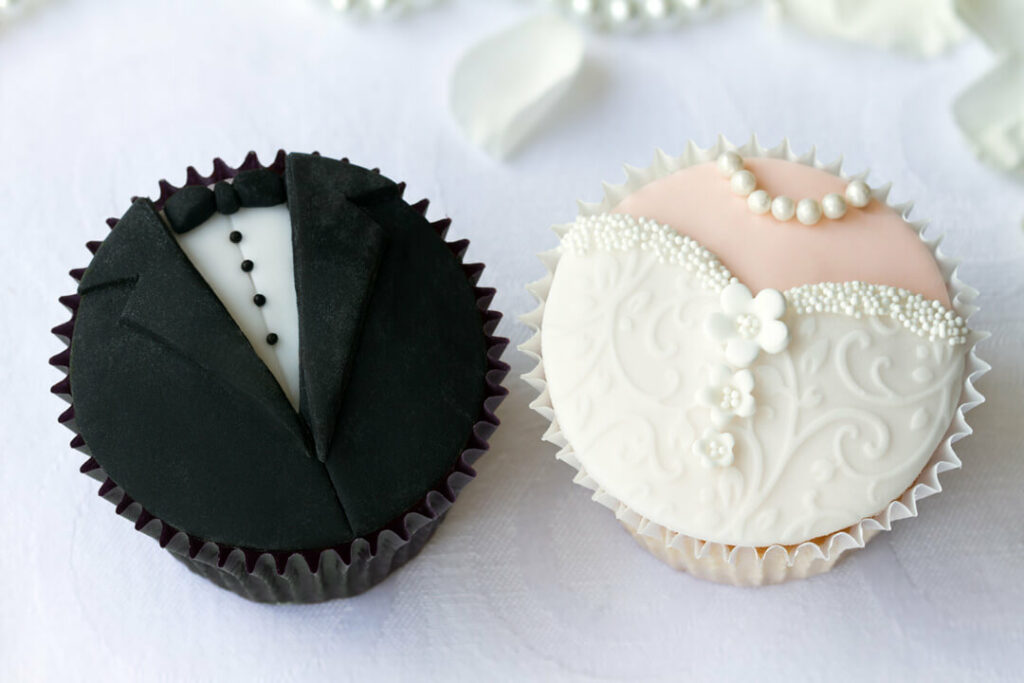 Cupcakes decorated as bride and groom
